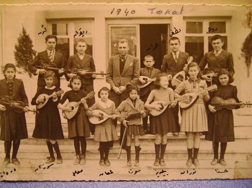 Bir Köy Enstitüsü Mezunu Olan Hayri Yenigün Öğrencileriyle / Tokat - 1940